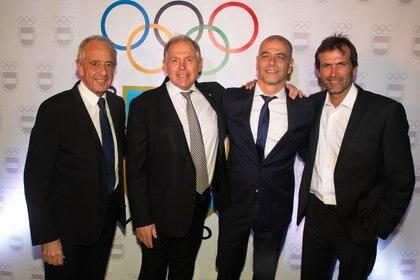 Rodolfo D'Onofrio, Gerardo Werthein, Sergio Hernández y Adolfo Cambiaso (h) en la ceremonia organizada por el COA en La Rural