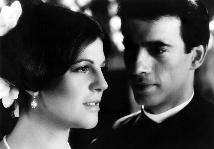 Camila fue interpretada por Susu Pecoraro, mientras que Imanol Arias le dió vida a Gutiérrez