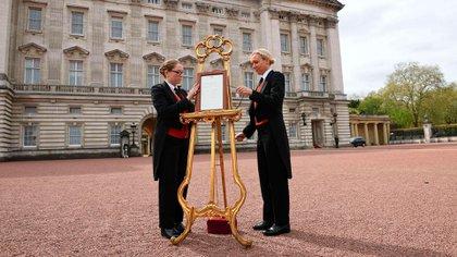 El momento en el que el Palacio de Buckingham anunció que el príncipe William y Kate Middleton se habían convertido en padres de George, su primer hijo yterceroen la sucesión al trono