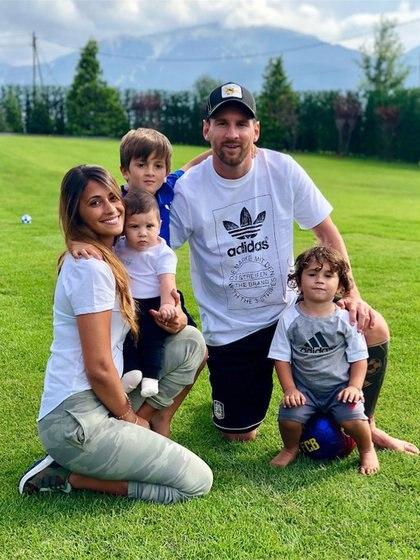 Lionel Messi y familia: Antonela Roccuzzo, Thiago, Mateo y Ciro (Foto: Instagram)