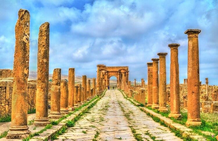 Arco de Trajano de Timgad, una ciudad romana-bereber en las montañas Aures de Argelia. Sitio del Patrimonio Mundial de la Unesco (Shutterstock)