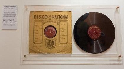 En ese disco Gardel grabó el primer tango canción, Mi noche triste. (Martín Rosenzveig)