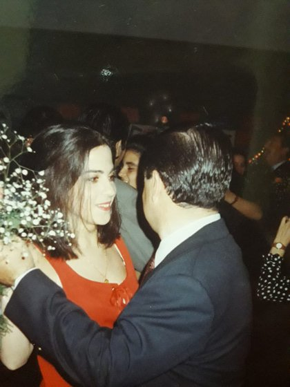 Analía y su padre en una foto del álbum familiar