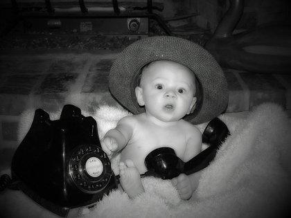 De las 96 veces por día que un estadounidense promedio toma el teléfono, casi ninguna es para hablar.