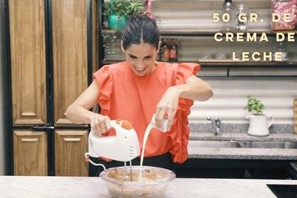 PASO 5: Por último, agregar la crema.