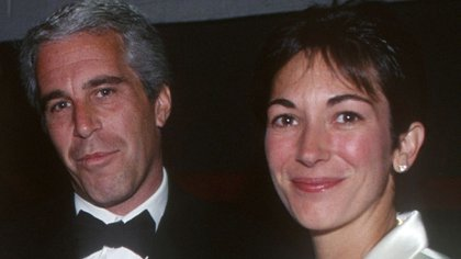 Jeffrey Epstein y Ghislaine Maxwell en 2005