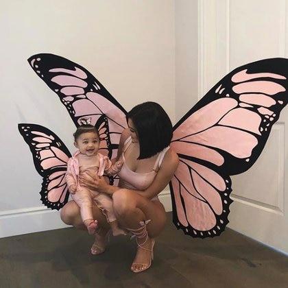 Kylie Jenner y Stormi vestidas de mariposas (Instagram)