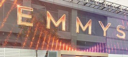 Los galardones más importantes de la pequeña pantalla se entregarán este domingo desde el Staples Center de Los Ángeles (EE.UU.), la sede simbólica de una ceremonia que no contará con invitados, ni alfombra roja, y conectará con 130 puntos repartidos por todo el mundo para homenajear a los premiados. EFE