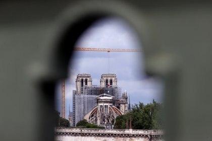 Los trabajos se extenderán durante el verano, informó la oficina que supervisa la restauración de la joya centenaria de la arquitectura gótica devastada por el fuego el 15 de abril de 2019. (REUTERS/Christian Hartmann)