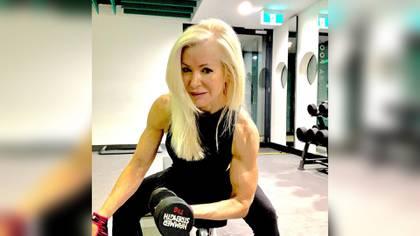 La mujer dice que no se siente juzgada cuando entrena en el gimansio porque en ese ambiente la edad no importa (Foto: Instagram @lesleymaswell.fitness)