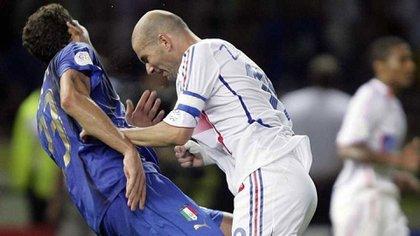 Instante histórico mundialista: Zidane le da un cabezazo a Materazzi en el pecho