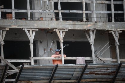 Las pocas obras que fueron habilitadas en cuarentena lo hicieron con una dotación de emergencia (EFE)