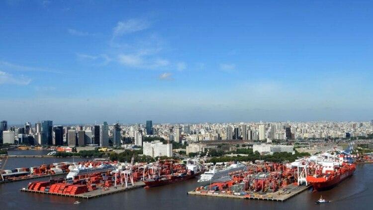 La Terminal Río de la Plata es la única que opera con buques de carga y pasajeros en forma simultánea