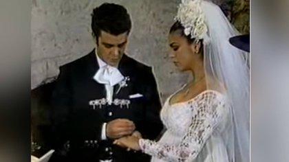 Su boda fue transmitida en vivo desde Morelos (Foto: Captura de pantalla)