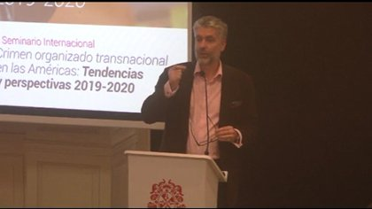 Jeremy McDermott en el Seminario Internacional Crimen Organizado en las Américas (Foto: Captura de pantalla/Facebook InSight Crime)