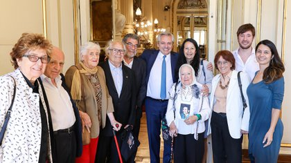 Alberto Fernández recibe a representantes de organizaciones de derechos humanos - Adolfo Pérez Esquivel, Nora Cordinas, Ana Maria Gareca y Baines Schmugler
