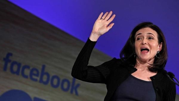 Sheryl Sandberg,directora de operaciones de la compañía de Zuckerberg. (Reuters/Yves Herman)