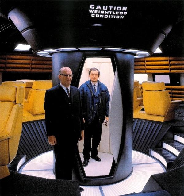 """Arthur C. Clarke y Stanley Kubrick en el set de """"2001…"""""""