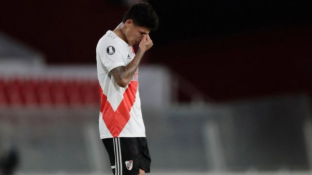 Jorge Carrascal acumula 2 expulsiones con River Plate en 45 días / via REUTERS/Juan Ignacio Roncoroni
