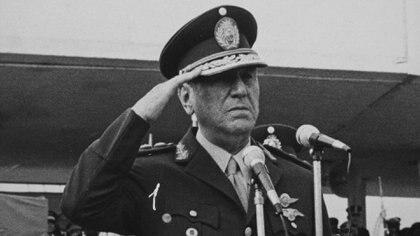 """Terminada la """"primavera camporista"""", Perón pretendía volver al poder"""