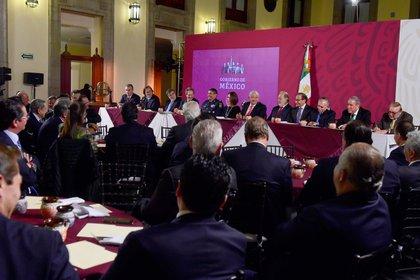 El presidente Andrés Manuel López Obrador en la reunión con empresarios en el Salón Tesorería de Palacio Nacional. La cena fue convocada para invitarlos a comprar 4 millones de cachitos, de los 6 millones que componen la serie FOTO: PRESIDENCIA/CUARTOSCURO