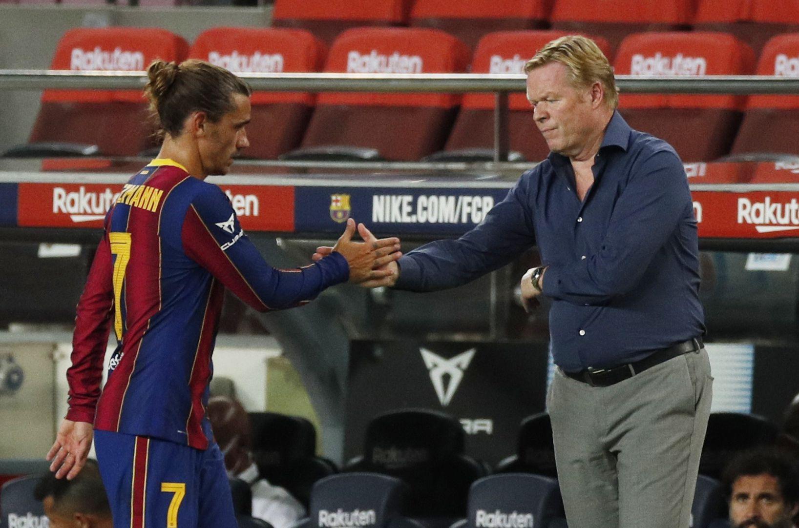 Antoine Griezmann y su DT en el Barcelona, Ronald Koeman (REUTERS/Albert Gea)