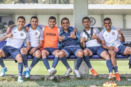 La directiva hablará con los jugadores de Cruz Azul para anunciar las altas y bajas para la próxima temporada (Foto: Twitter @CruzAzulCD)