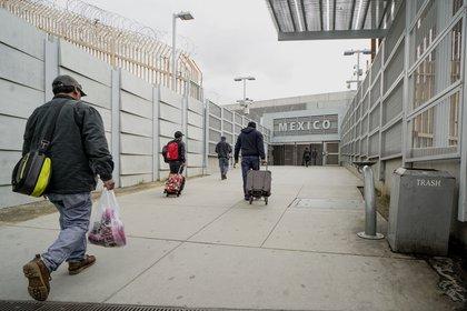 Quedan excluidos de la restricción de viaje entre Estados Unidos y México aquellos que viajan para dar respuesta a emergencias y propósitos de salud pública (Foto: AFP)