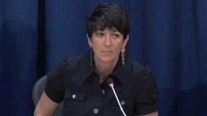 Ghislaine Maxwell, asociada desde hace mucho tiempo del traficante sexual Jeffrey Epstein, durante una conferencia de prensa sobre los océanos y el desarrollo sostenible en las Naciones Unidas en Nueva York, el 25 de junio de 2013. La mujer fue detenida en Bradford, New Hampshire el pasado 2 de julio (Reuters)