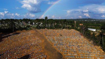 El cementerio de Manaos se amplió en forma desmedida (MICHAEL DANTAS / AFP)