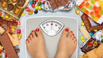 El 40% de los argentinos subió de peso, y sólo un  23% de los encuestados nacionales dice haber tenido una disminución en su peso durante el confinamiento.(Shutterstock)