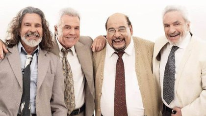 Osvaldo Laport with Víctor Laplace, Roly Serrano and Antonio Grimau, his companions in the play Rotos de amor
