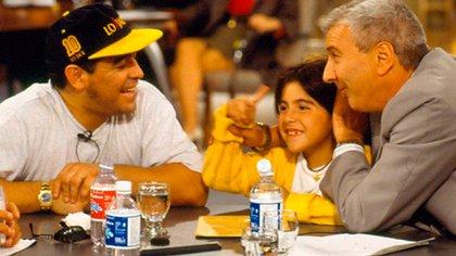 Mauro Viale con Diego Maradona y Gianinna
