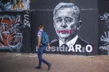 01/09/2020 Mural del expresidente de Colombia Álvaro Uribe, visto en las calles de Bogotá. POLITICA SUDAMÉRICA COLOMBIA LATINOAMÉRICA INTERNACIONAL DANIEL GARZON HERAZO / ZUMA PRESS / CONTACTOPHOTO