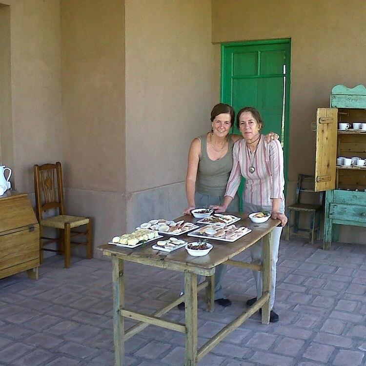 Las hermanas Parentini se encargaron de la decoración de la Posada y también de las delicias servidas para los huéspedes (IG: @pasodelospatos)