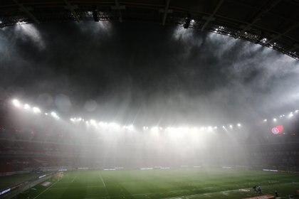 Una cortina de agua importante impidió la visibilidad por varios minutos (REUTERS/Diego Vara)