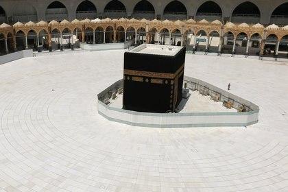 La Gran Mezquita en la Meca, prácticamente vacía (Reuters)