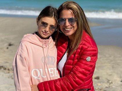 Marina Calabró junto a su hija Mía
