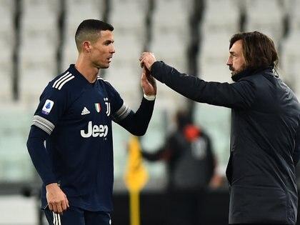 La felicitación de Pirlo a Cristiano Ronaldo (REUTERS/Massimo Pinca)
