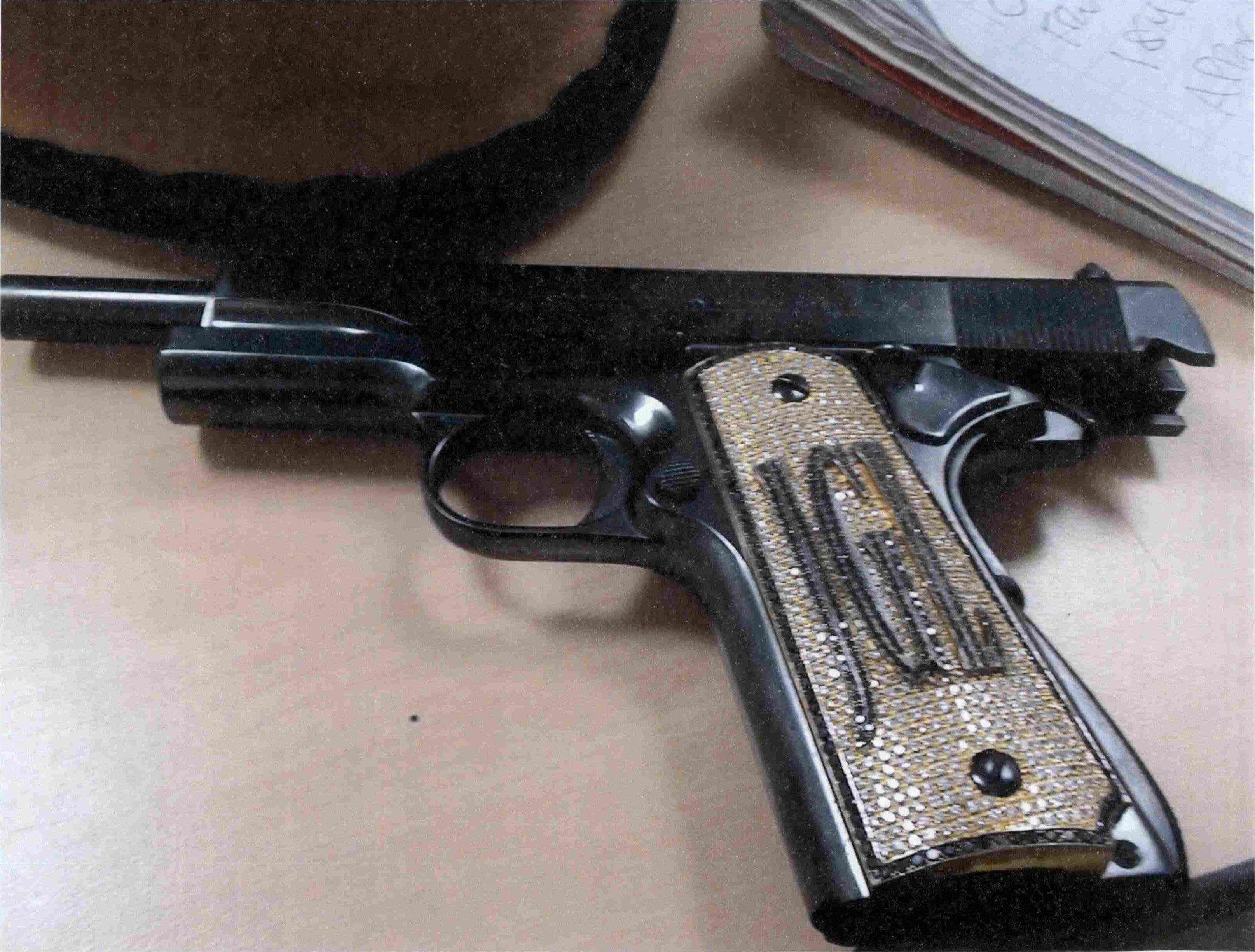 El arma de El Chapo Guzmán que se exhibió durante su juicio (Foto: Reuters)