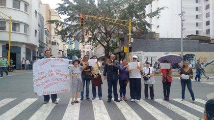 Vecinos de Caracas salieron a las calles para reclamar (@TVVnoticias)