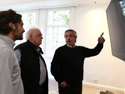 Alberto Fernández con Santiago Cafiero, jefe de Gabinete, y Ginés González García, ministro de Salud. (Presidencia)