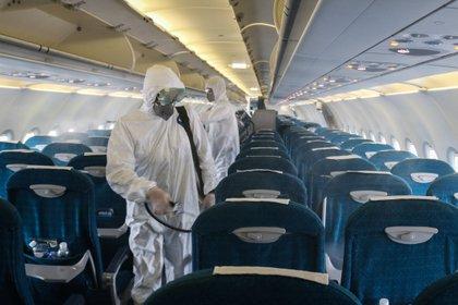 Luego de cada vuelo había un operativo especial para desinfectar cabinas -  Bac Pham/dpa