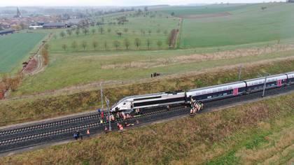 El alcalde de Ingenheim puso a disposición una sala de fiestas del pueblo para acoger a los pasajeros (Prefecture du Bas-Rhin via REUTERS)