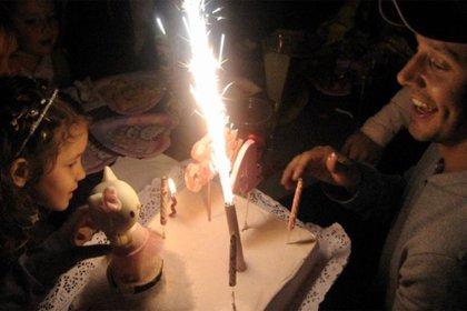 Un recuerdo del cuarto cumpleaños de la niña, cuando todo era felicidad para ellos (Foto: Instagram)