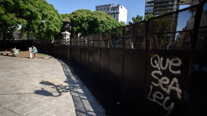 La Plaza estará dividida en dos hasta la calle Paraná