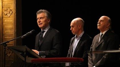 Mauricio Macri, Horacio Rodríguez Larreta y Raúl Scialabba, de la Mesa consultiva de Federaciones y Asociaciones Evangélicas de la República Argentina (Sofía Montiel)