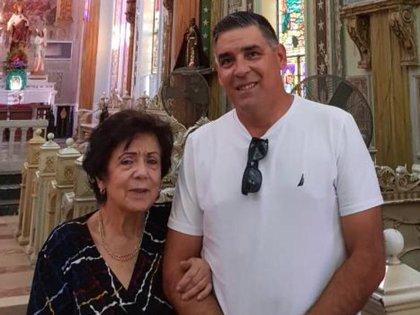Sara de De La Sotta junto a su hijo cuando estaba en libertad