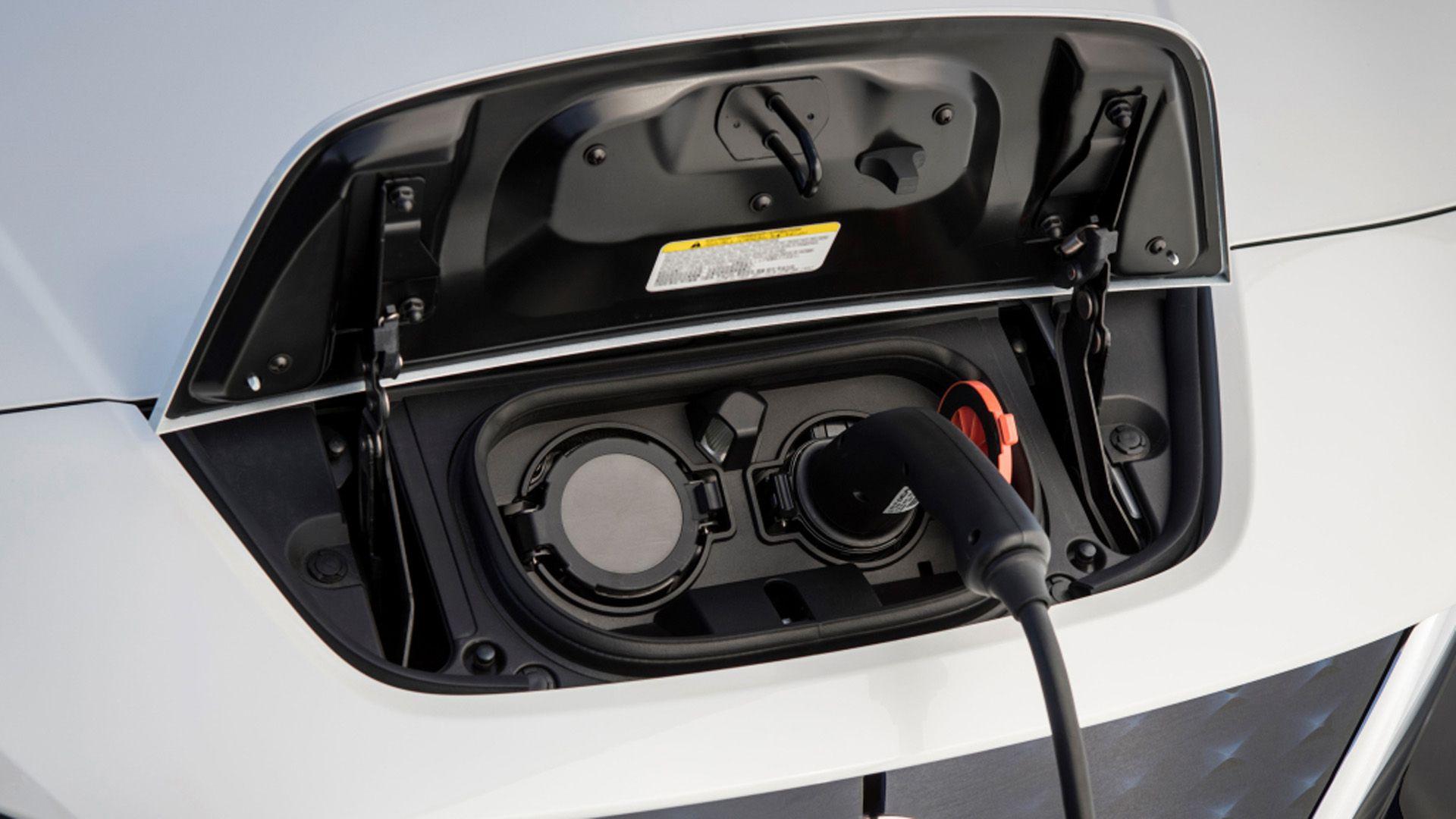 Los Neuss intentaron incursionar en la instalación de 220 estaciones de carga para la introducción de los autos eléctricos en CABA