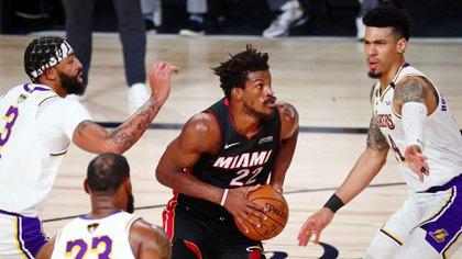 Butler fue la figura del tercer encuentro entre el Heat y los Lakers